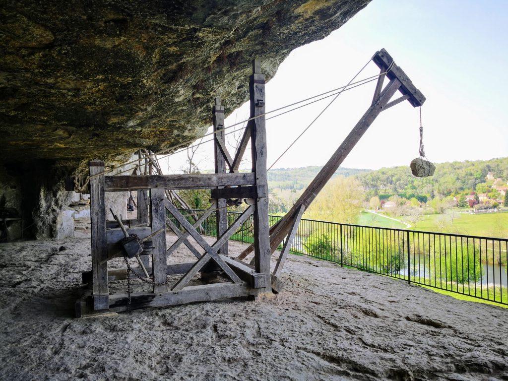 La Roque Saint Christophe lever crane